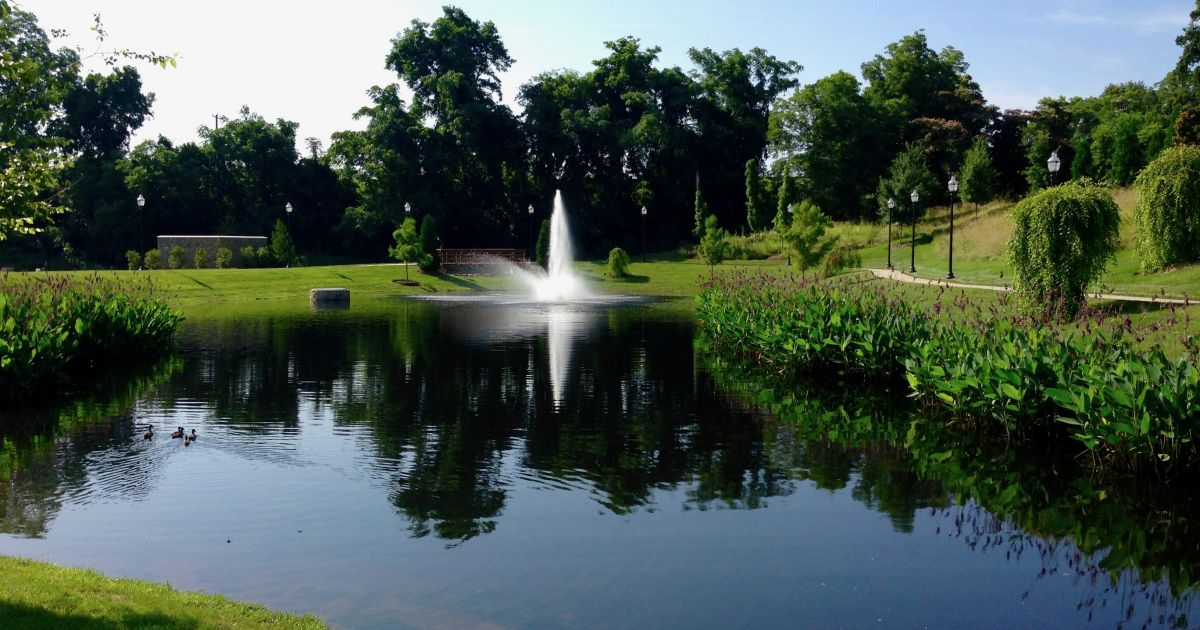Floating fountains installation repairs revealed for Farm pond maintenance